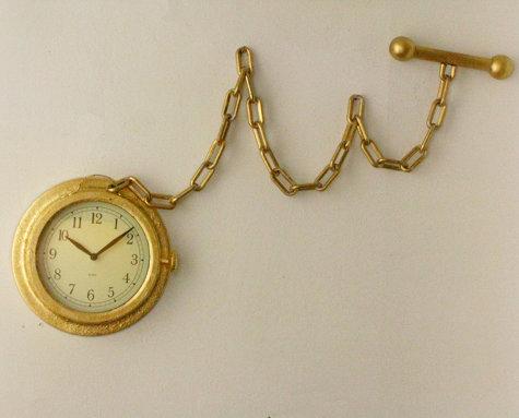altın sarısı zincirli dekoratif duvar saati modeli