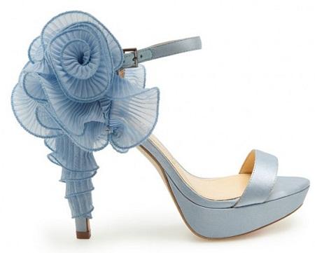 mavi güllü farklı gelin ayakkabı modeli