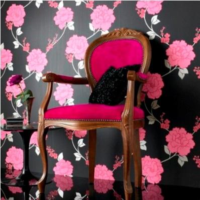 siyah zemin üzerine pembe çiçekli şık duvar kağıdı