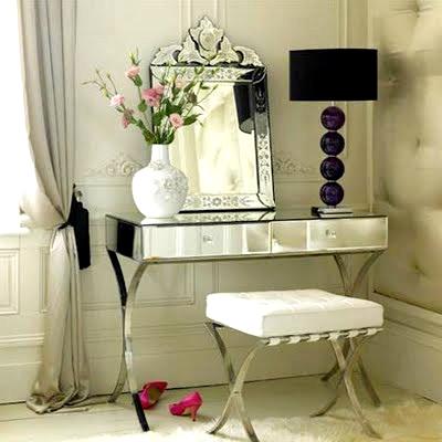 şık görünümlü dekoratif modern makyaj masası modeli