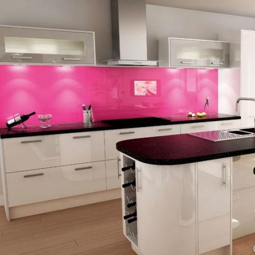 beyaz pembe renkli cam dolaplı modern mutfak dekorasyonu