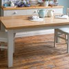 beyaz ve meşe renkli şık modern mutfak masası modeli