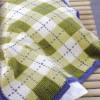 yeşil beyaz kareli örgü bebek battaniyesi modeli