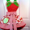 çilek desenli kırmızı mutfak önlük modeli