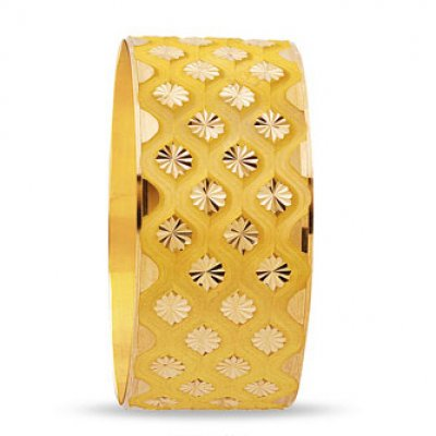 üzeri çiçek desenli kalın altın bilezik modeli
