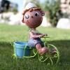 dekoratif şirin çocuk figürlü bahçe saksısı modeli
