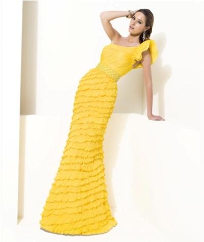 fırfırlı uzun etekli şık nişan elbisesi modeli