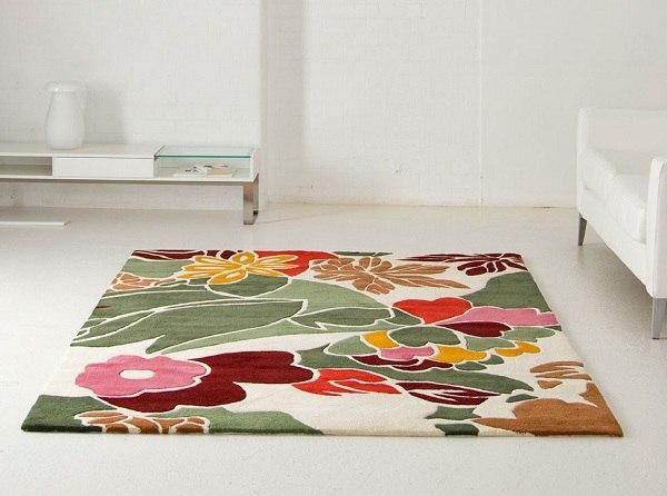 çiçek desenli dekoratif halı modeli
