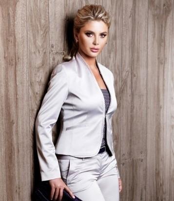 2013 bayan takım elbise modeli