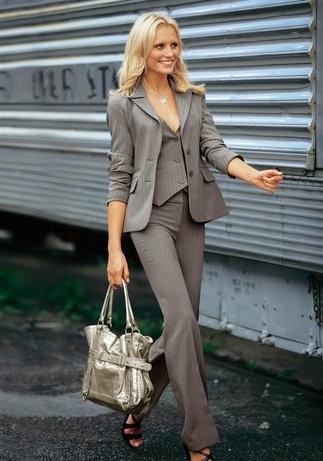 2013 gri çizgili bayan takım elbise modeli