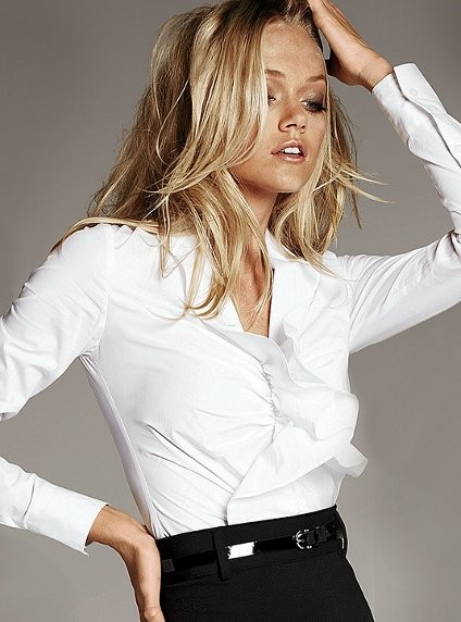 Beyaz Fırfırlı Dar Beyaz Gömlek