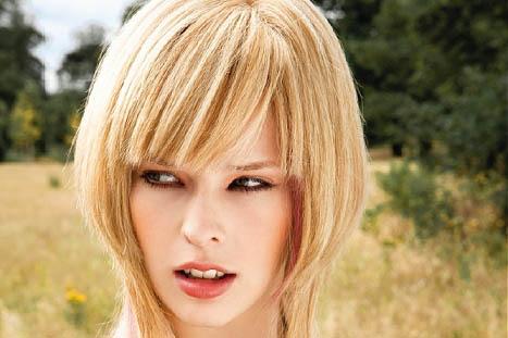 Kısa Sarı Saç Şekli
