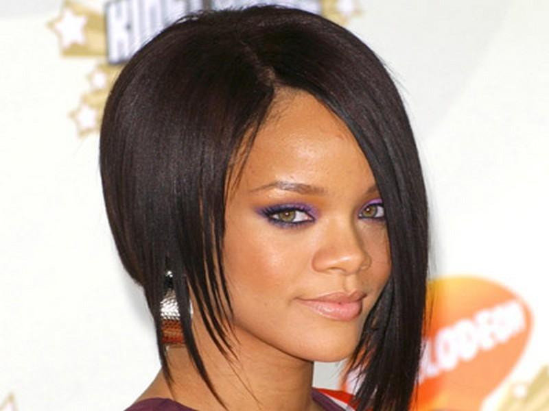 asimetrik kesim kısa saç modeli rihanna