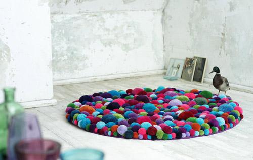 ponponlu rengarenk dekoratif halı modeli