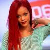 rihanna kızıl uzun düz saç modeli