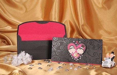 siyah zarflı kalpli modern düğün davetiyesi