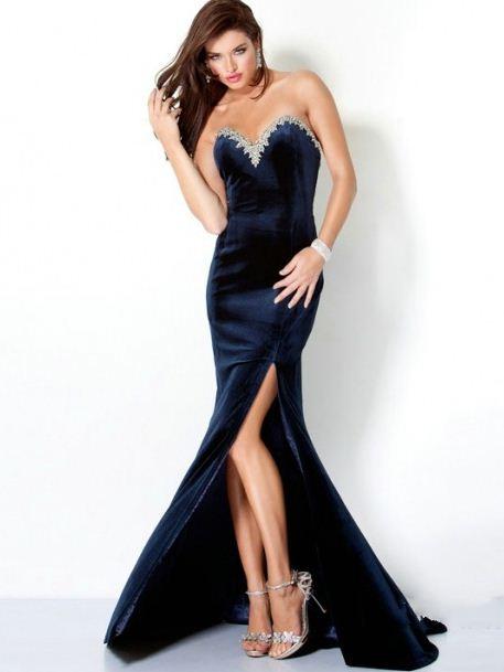 derin yırtmaçlı kadife nişan elbisesi modeli