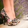 çiçek desenli çok şık topuklu ayakkabı