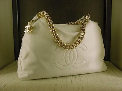 beyaz muhteşem zincirli çanta modeli