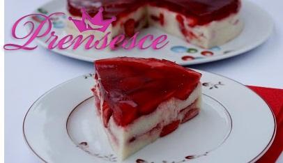 Çilekli İrmik Pastası